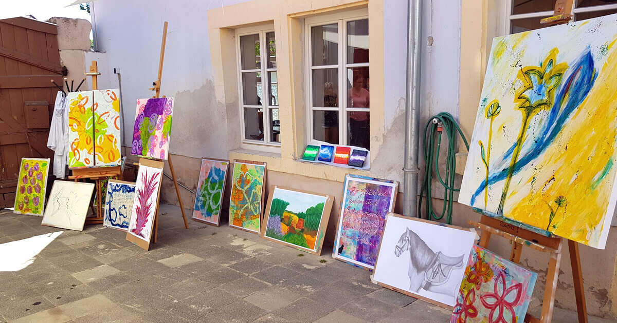 Die gesammelten Werke im Innenhof